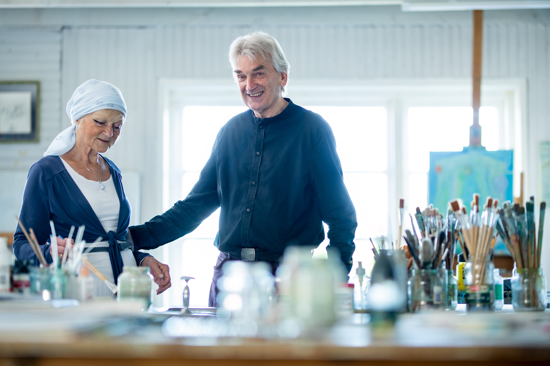 Kunstenaar Henk Koolen en zijn vrouw voor Belcrum= magazine