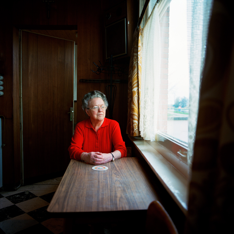 Jeanne, caféhoudster, uit portretserie langs de vaart van Antwerpen naar Dessel over Turnhout.