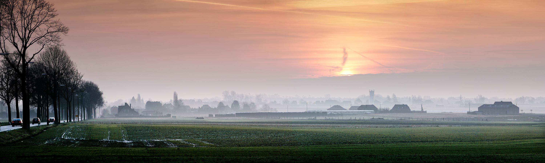 Ochtendmist velden bij Maastricht, Weldwezelt